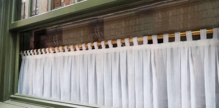 Zazdrostki – urocza firanka na kuchenne okno